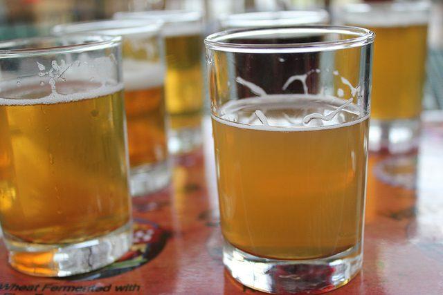 Verre à eau et bière